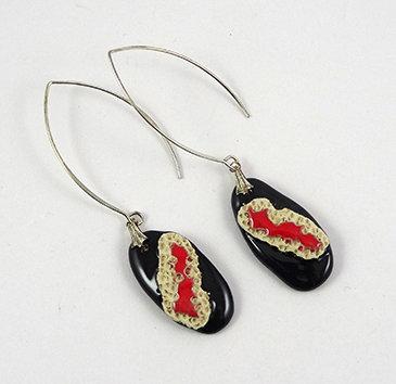 grandes boucles d'oreilles chic rouge et noir en céramique bijou contemporain