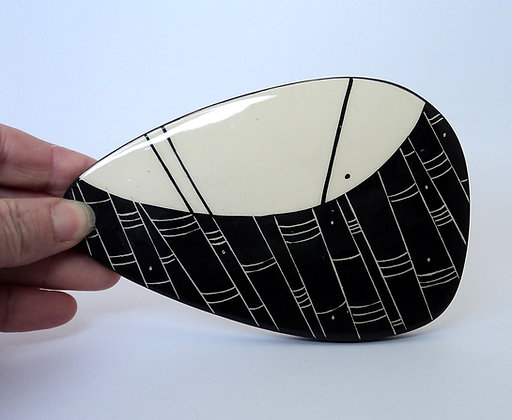 Petit sous-plat ovale graphique motifs noir blanc céramique