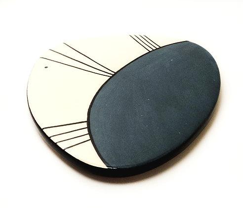Sous-plat bleu graphique carreau de faïence artisanale