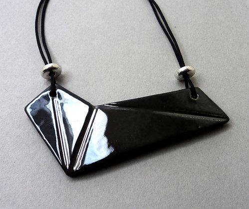 collier forme géométrique métal argent hématite facettes plastron