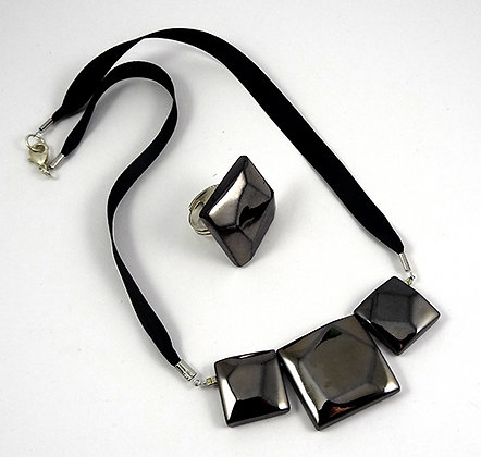 parure chic collier bague diamant noir perles carrées ceramique métal