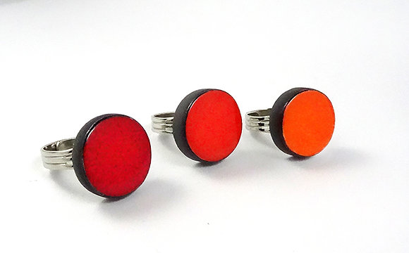bagues rondes colorées en céramique rouge orange mandarine