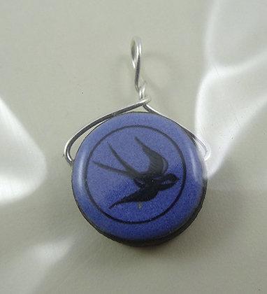 petit pendentif rond perle bleu motif hirondelle bijou à monter