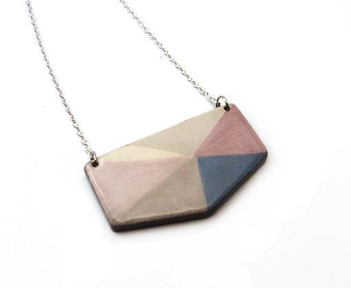collier forme géométrique et triangles couleur pastel
