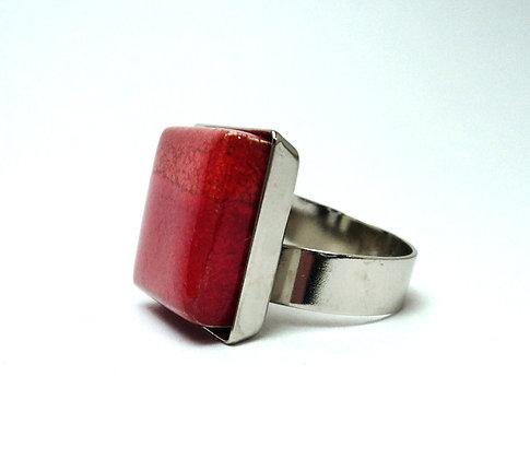 bague carrée rouge vif en céramique avec anneau argenté
