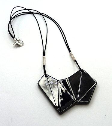 collier noir métal forme géométrique taille diamant noir céramique