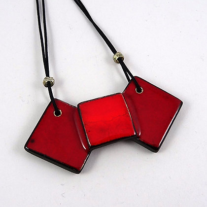 petit collier rouge losanges carré noeud papillon bijou design céramique