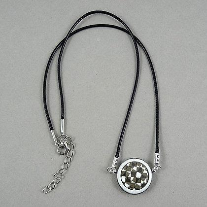 collier graphique rond dessin géométrique noir et blanc