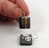 Petites boucles carrées noir jaune argenté en céramique