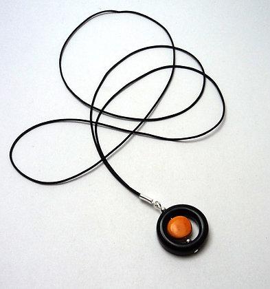 Collier sautoir long avec anneau rond noir ajouré en céramique