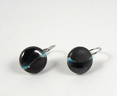 petites boucles d'oreilles dormeuses rondes bleu noir argent