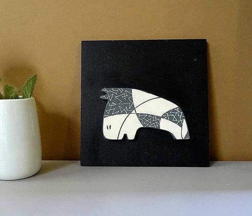 cadre déco noir et blanc avec petit animal en céramique graphique