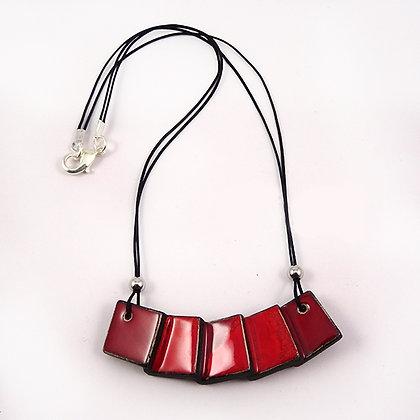 collier rouge pour femme bijou contemporain chic original en faïence