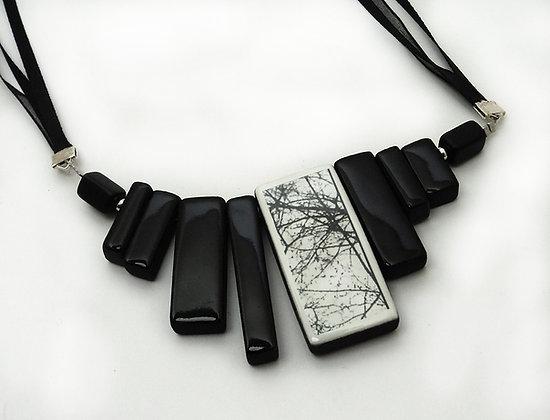 bijou de créateur lyon noir et blanc en céramique avec dessin arbre