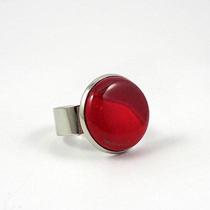 bague rouge ronde ceramique sertie sur anneau argenté reglable