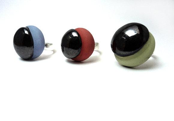 bague ronde en céramique colorée pastel et émail gris métallisé