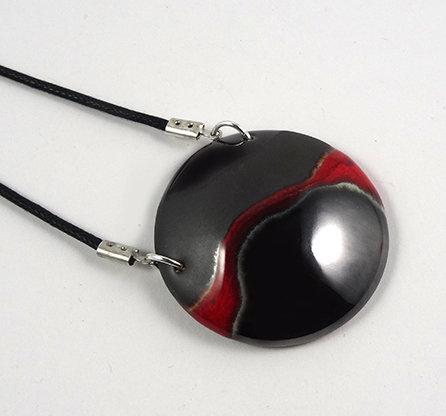 pendentif collier médaillon rond noir argent gris rouge en céramique