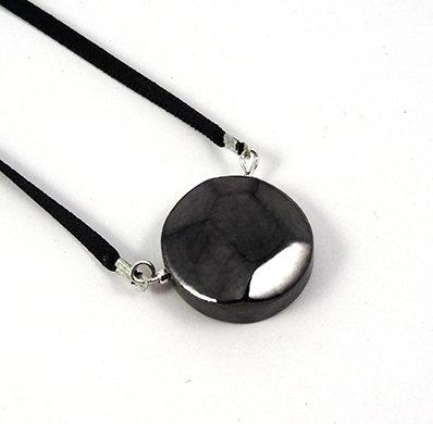 petit pendentif rond forme diamant noir facettes argent céramique