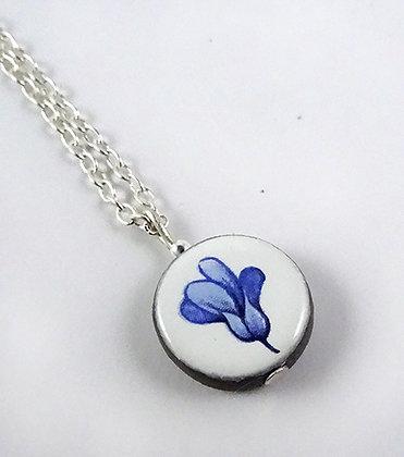 petit collier pendentif rond blanc fleur bleue pour femme ou fille
