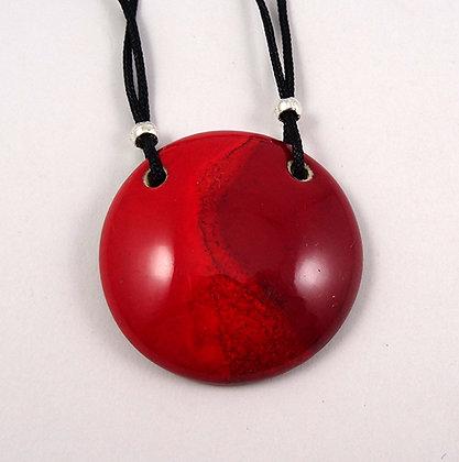 collier rond médaillon rouge vif brillant bijou rouge en céramique artisanale