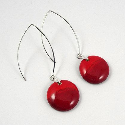 grandes boucles d'oreilles rouge rondes avec crochet design argenté