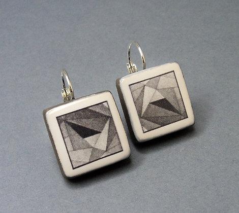 petites boucles d'oreilles en céramique motifs géométriques noir et blanc