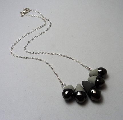 collier contemporain de créateur en céramique fine gris et noir