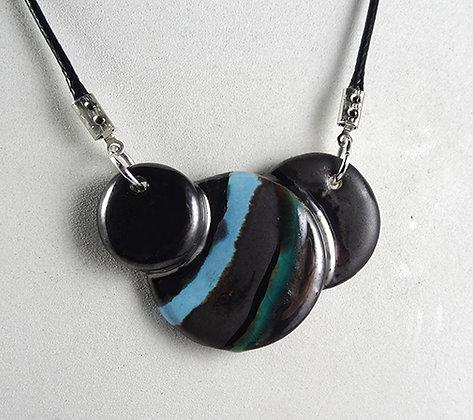collier ronds colorés bleu noir argenté bijou plastron design céramique