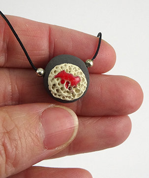 petit collier rouge gris blanc pour femme pendentif naturel céramique