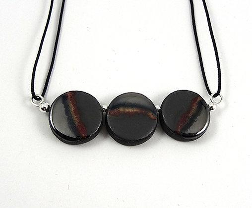 collier chic gris argent noir 3 perles rondes en ceramique brillante