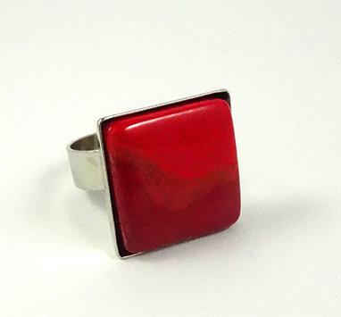 bague carrée rouge en céramique et métal argenté