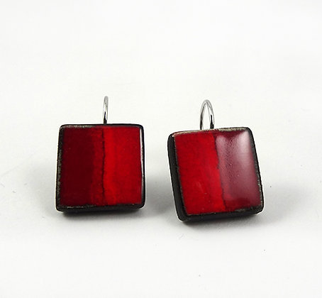 petites boucles dormeuses rouge pili carrés en ceramique rouge