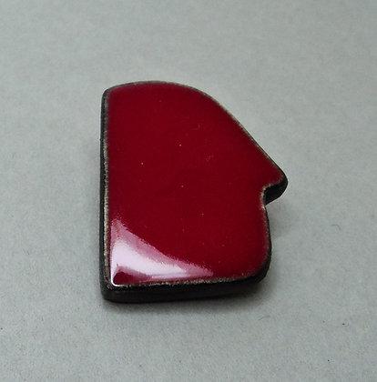 petite broche en forme de tete rouge en faïence émaillée