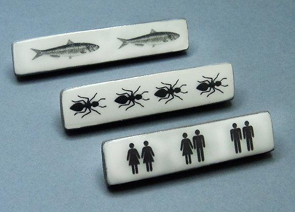 broches longues blanches avec pictogrammes noirs pour homme femme