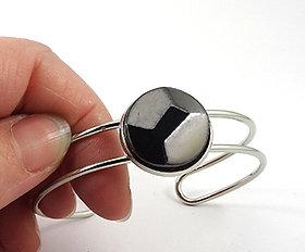 Petit bracelet jonc taille diamant biseauté en ceramique sur metal reglable