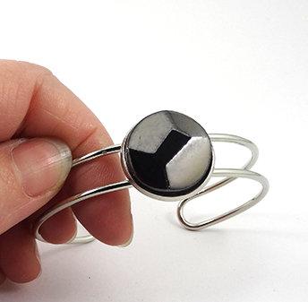 bracelet jonc perle biseautée argent noir métal taille diamant