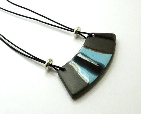 bijou en céramique design moderne rayé bleu noir gris métal