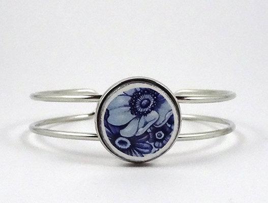 bracelet jonc argent et perle ronde bleu motif fleurs