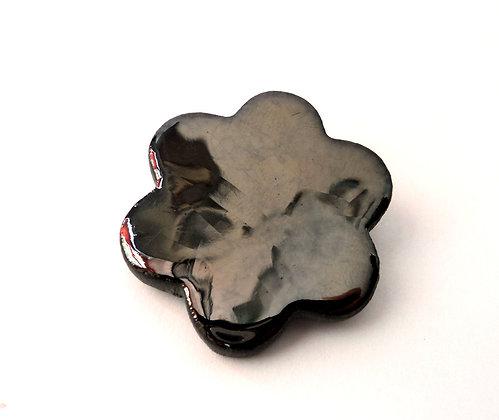 broche fleur couleur métal en céramique