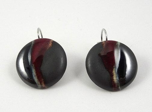 boucles d'oreilles rouge bordeaux et noir argenté brilant dormeuses
