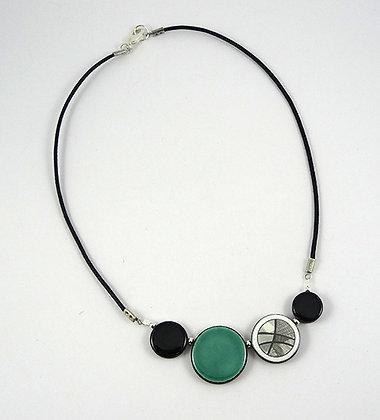 collier bleu turquoise avec motif graphique noir et blanc bijou céramique