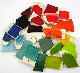 émaux céramiques couleurs vives tessons échantillons atelier Pili-Pok croix-rousse