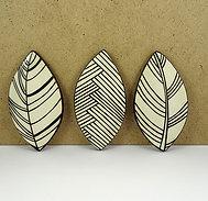 Ensemble de céramiques en forme de feuilles design noir blanc