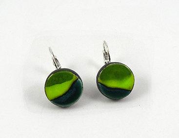 petites boucles d'oreilles rondes vert rayures camaieu bijou en céramique