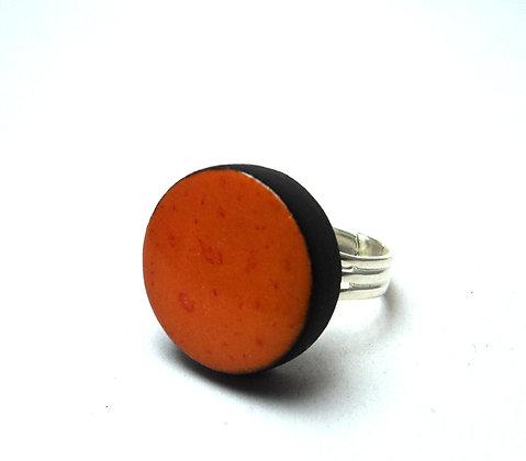 bague ronde orange contours noirs anneau argent
