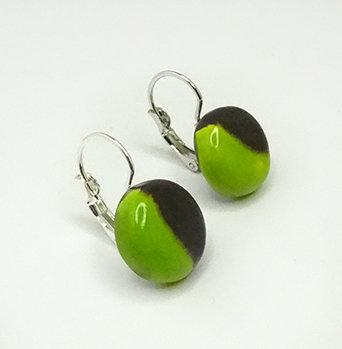 petites boucles d'oreilles rondes noir vert pomme en dormeuses