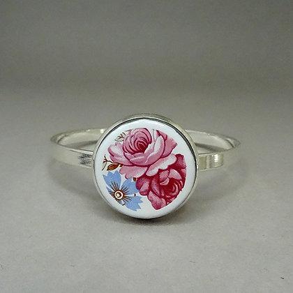 Grand bracelet jonc motif vintage rose blanc sur métal argenté