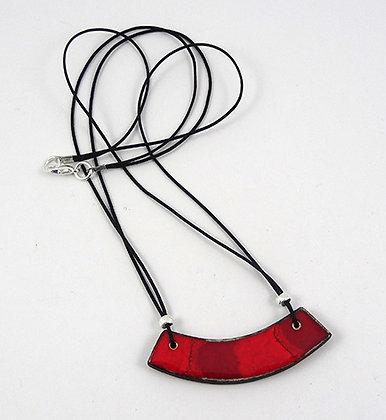 petit collier plastron ovale courbe rouge dégradé moiré en céramique