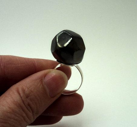 bague ronde taillée en diamant brut en céramique noire