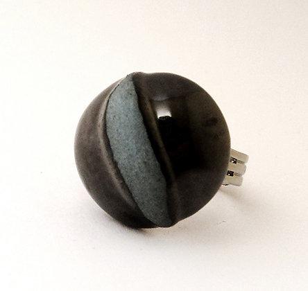 bague oeil de chat gris mat et métal argenté brillat en céramique